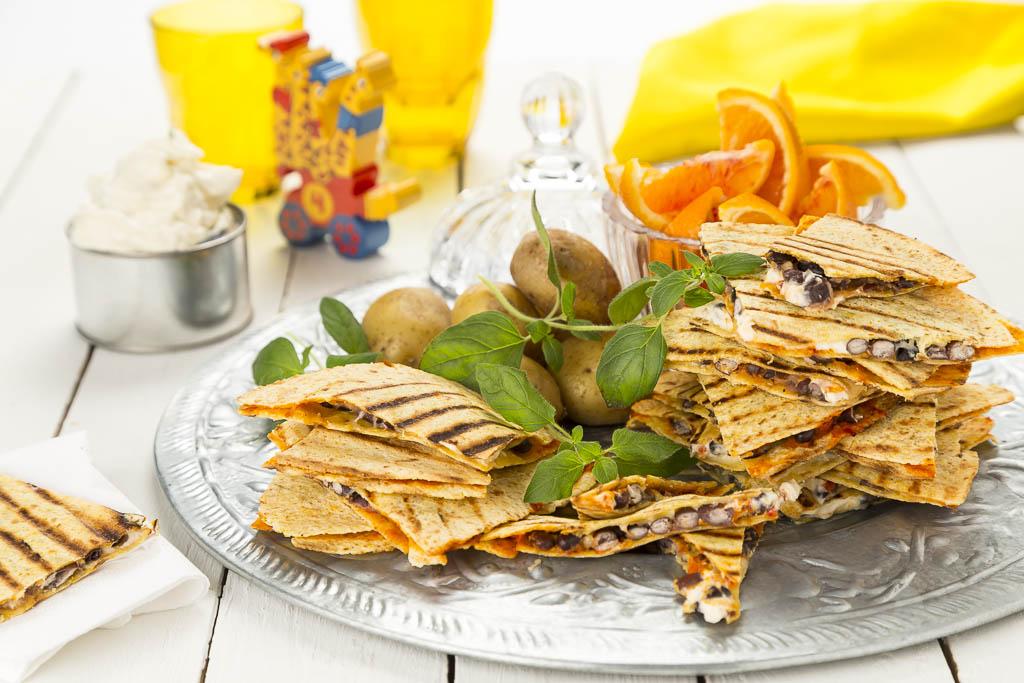 Quesadillas med svarta bönor och ostkräm