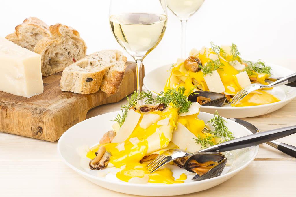 Öppen lasagne med musslor, örter & saffran