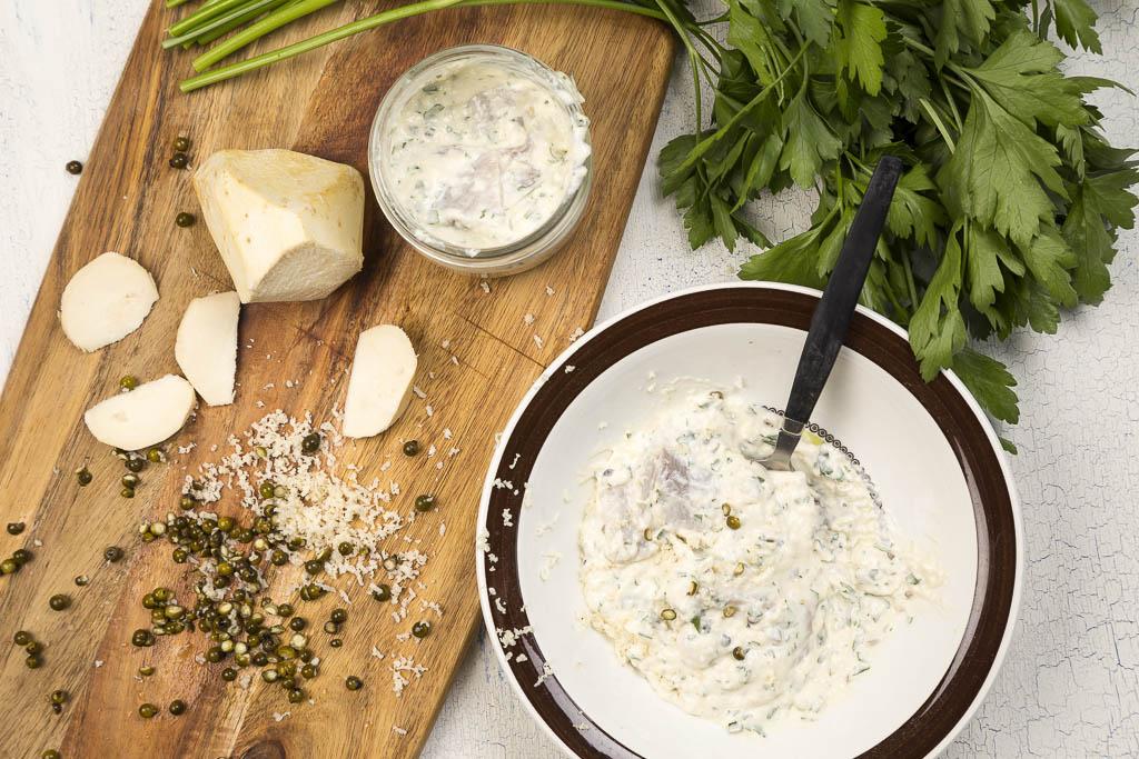 Sill med pepparrot, persilja och grönpeppar. Recept: Kristin Johansson Foto: Michael Krantz