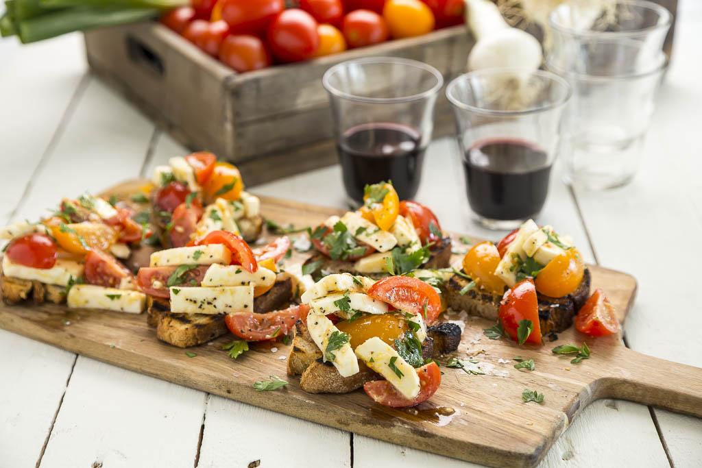 Bruchetta med tomat & mozzarella Foto: Michael Krantz Recept: Kristin Johansson