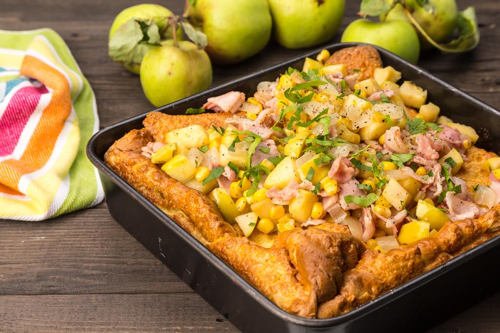Tjockpannkaka med masj, äpple och fläsk Foto: Michael Krantz Recept: Kristin Johansson
