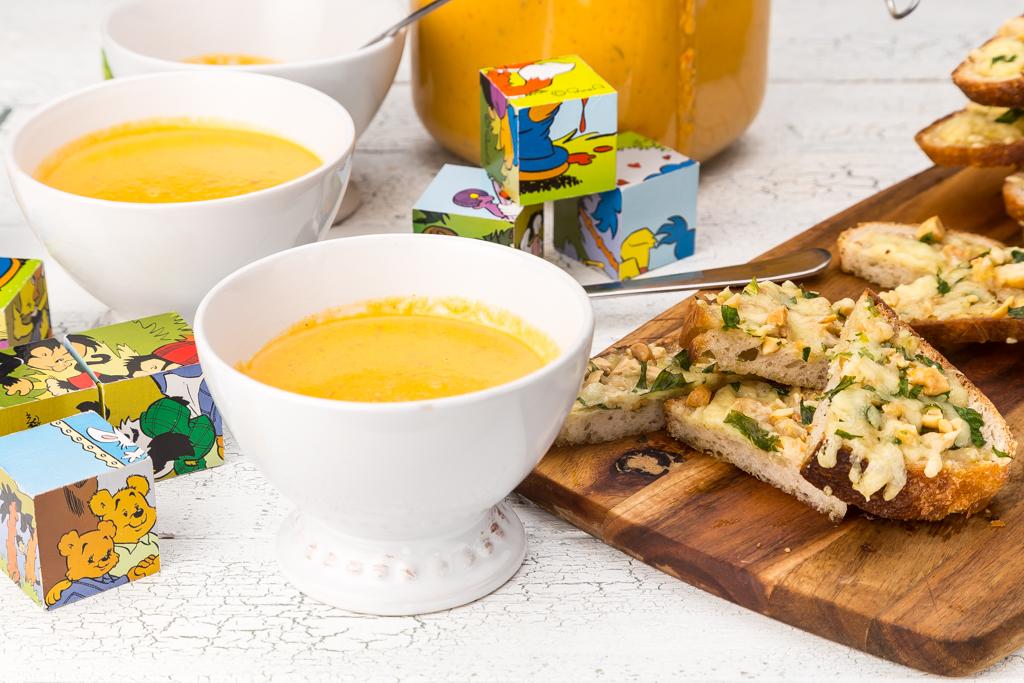 Linssoppa och varma mackor