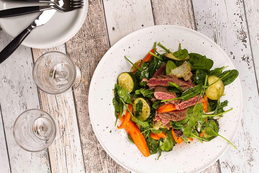 Biffsallad med rostade grönsaker