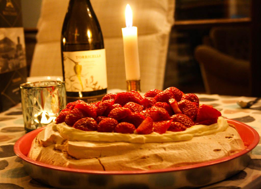 Pavlova med jordgubbar & lemoncurd
