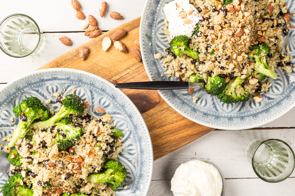 Bulgur med bönor, broccoli & mandlar